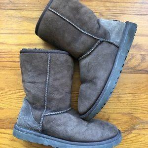Women's UGG Brown Winter Boot size 8. Good condit